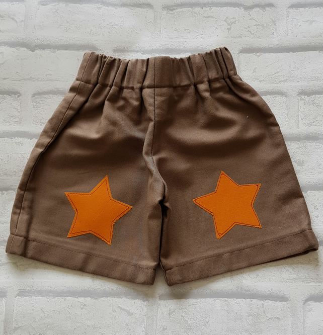 Kids unisex shorts, star applique. Age 18-24 mnth.