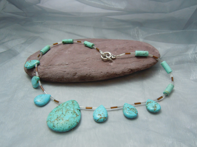 Turquoise necklace with glass beads