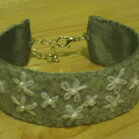 hand embroidered bracelet - grey felt with white daisies