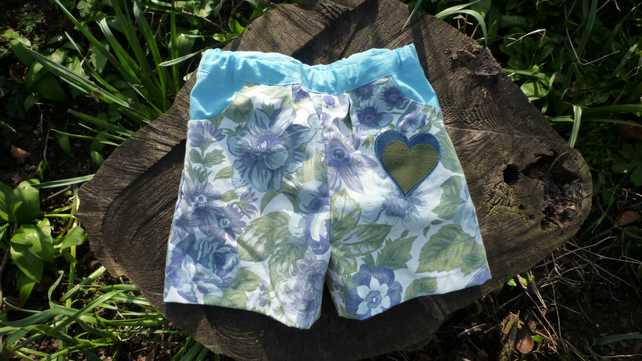 Shorts in upcycled vintage fabric aged 4-6