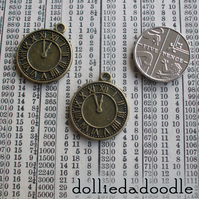 7 bronze coloured clock (roman) charms