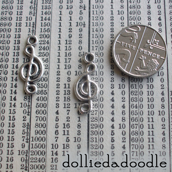 10 silver coloured treble clef charms