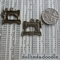 5 bronze coloured sewing machine (bronze) charms
