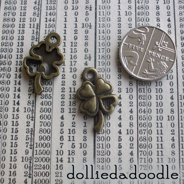 10 bronze coloured four leaf clover (open) charms
