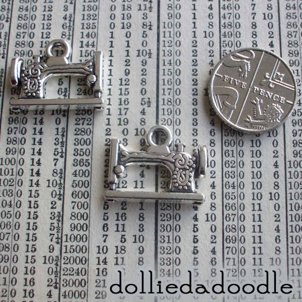 7 silver coloured sewing machine (silver) charms