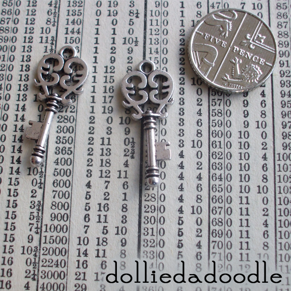 7 silver coloured key (open heart) charms