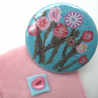 Flowers mirror and pouch