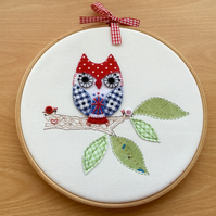 Embroidered Hoop Art 'A Patriotic Owl'