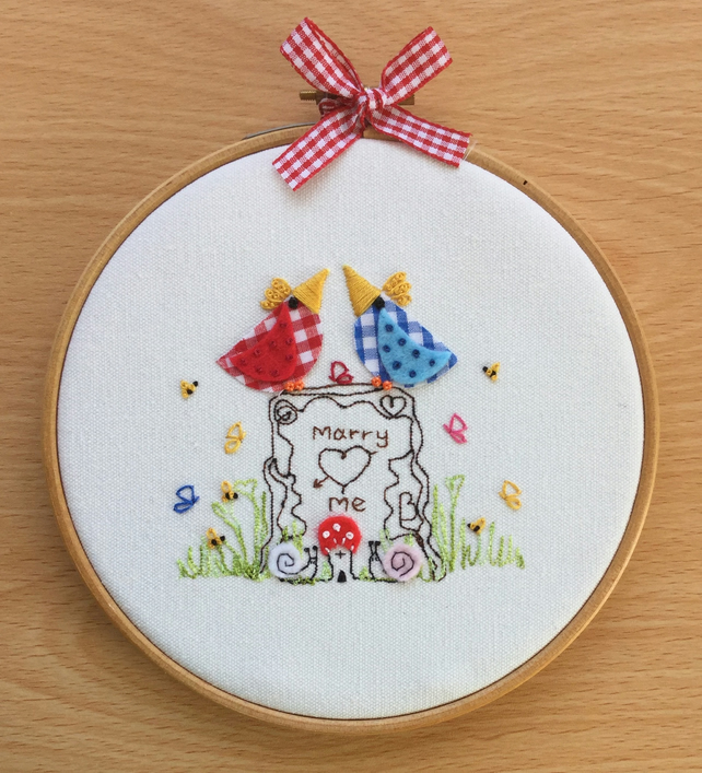 "Embroidered Hoop Art ""Marry me"""