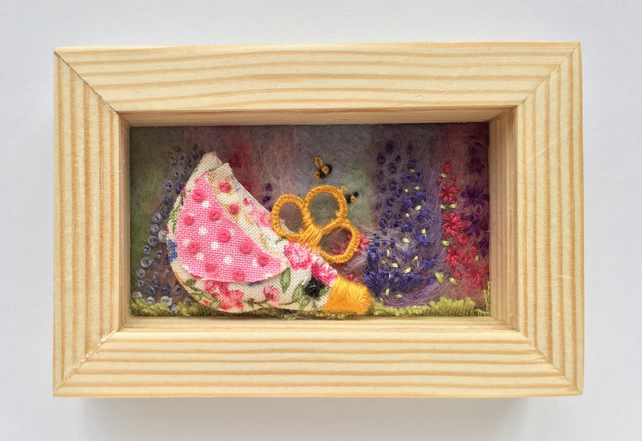 Mini shadow box frame 'Chelsea chick'