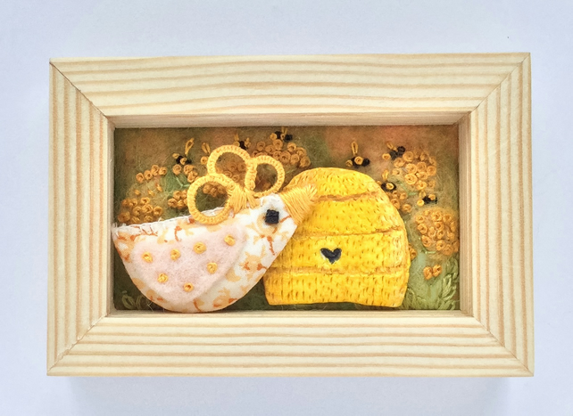 Mini shadow box frame 'Camilla chick'