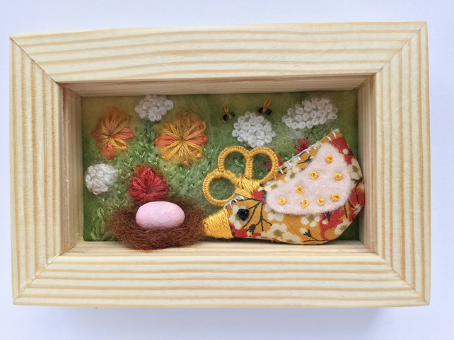 Mini shadow box frame 'Elsie' chick.