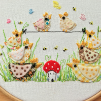 Embroidery hoop art 'Tight rope chickens'