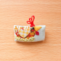 "Tiny textile Brooch ""Pam"" Chicken."