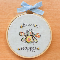 Hoop art Bee Happy.