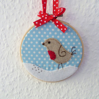 'Robin in the snow' Christmas hoop - Embroidery Applique Crochet Hoop art