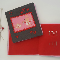 Child's Alice in Wonderland Sewing Needlebook Kit 8