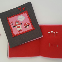 Child's Alice in Wonderland Sewing Needlebook Kit 2