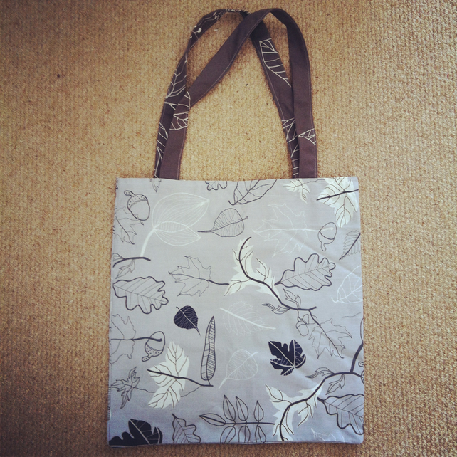 Light Grey Autumn Leaves Print Tote Bag