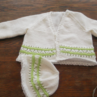 WHITE AND SPRING GREEN KNITTED CARDIGAN AND HAT SET   985 cjh S18