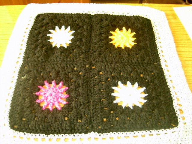 PREMATURE  BABY OR DOLL CROCHET BLANKET  768 cjh10