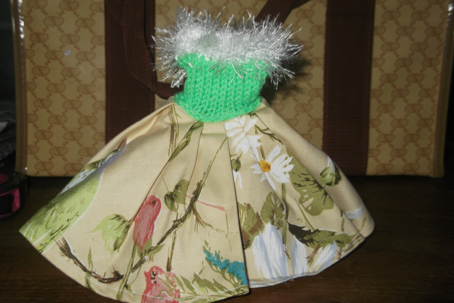Handmade flower skirt green top with fun fur 50's style Barbie doll 1318 cjhk1
