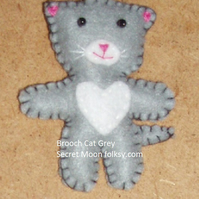 Cat Grey & White Felt Brooch
