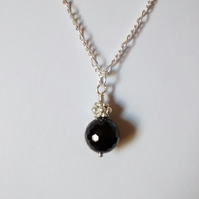 BLACK AGATE AND SILVER PLATE NECKLACE- - FREE UK POSTAGE