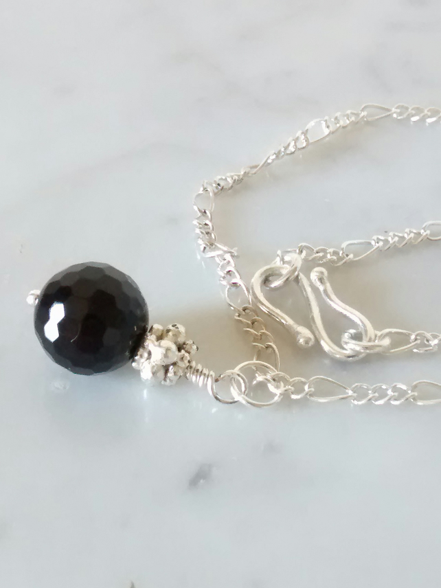 BLACK AGATE AND SILVER PLATE NECKLACE- - FREE SHIPPING WORLDWIDE