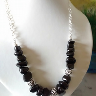 BLACK SPINEL NUGGET AND SILVER NECKLACE - FREE UK SHIPPING