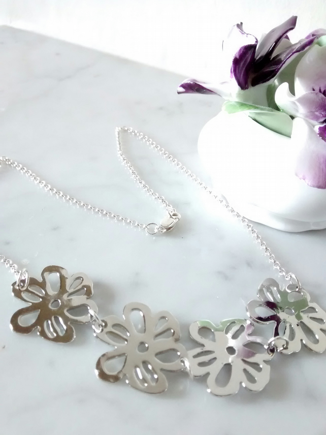 FLOWER SILVER NECKLACE - - FREE SHIPPING WORLDWIDE