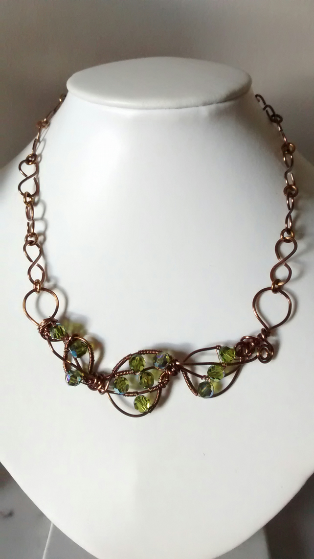 PERIDOT AND ANTIQUE BRONZE WIRE NECKLACE - FREE SHIPPING WORLDWIDE