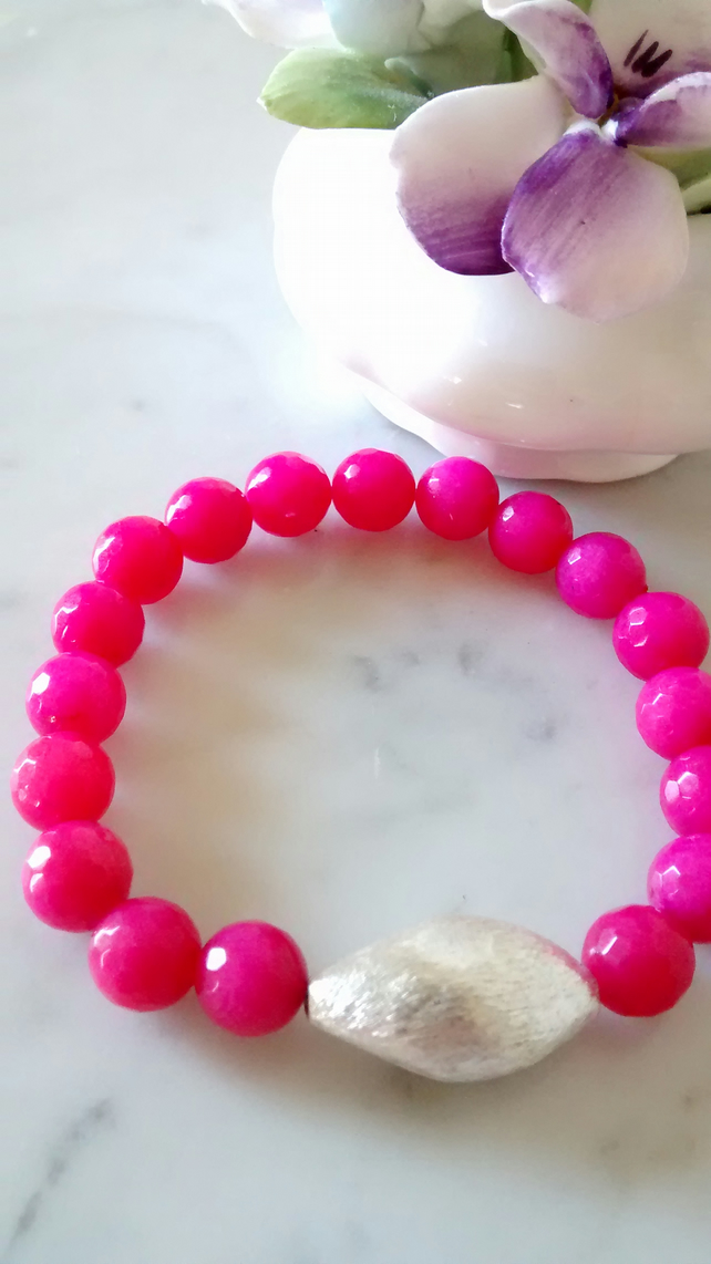 HOT PINK QUARTZITE STRETCHY BRACELET - - FREE SHIPPING WORLDWIDE