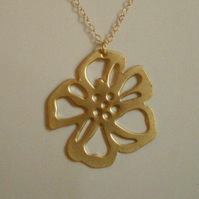 GOLD FLOWER NECKLACE - - FREE SHIPPUNG WORLDWIDE