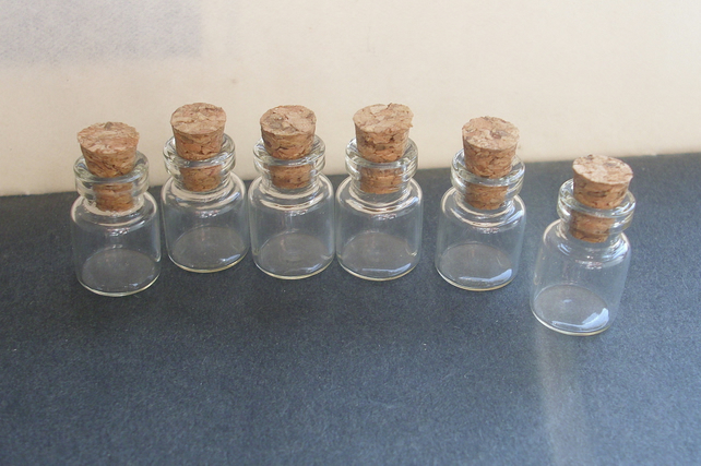 6 small  glass bottle vials  with corks 0.5ml