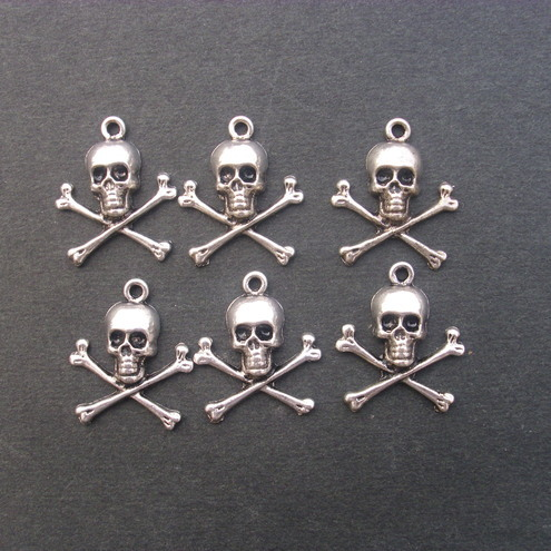 6 pirate skull charms