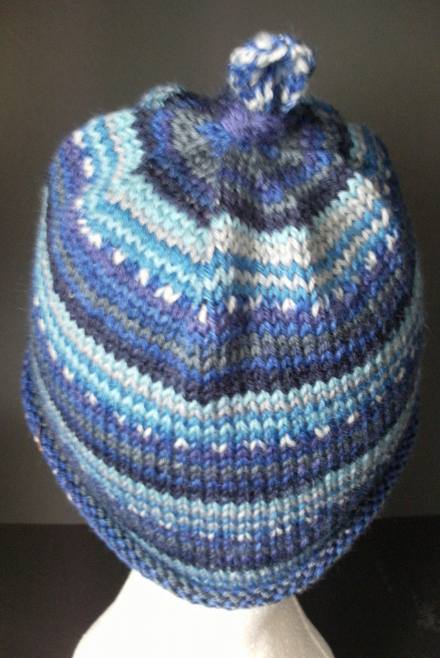 Handknit CHILDRENS 6-10 KNOTTY TOP BEANIE Stripey jacquard blues
