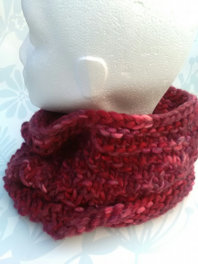SALE! Handknit TEXTURED CIRCULAR COWL in Multi reds