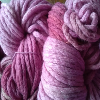 100g Hand-dyed 100% MERINO WOOL SUPERCHUNKY raspberry pinks