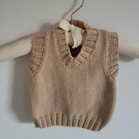 "Hand Knitted sleeveless jumper 18"" chest"