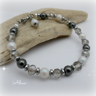 Black and White Bracelet with Swarovski ™ Crystal Pearls