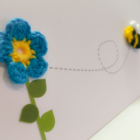 Crochet daisy with bee !