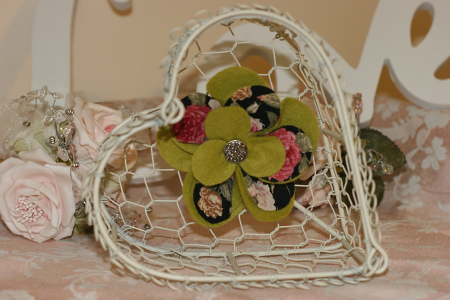 Vintage Style Flower Brooches with Vintage Buttons