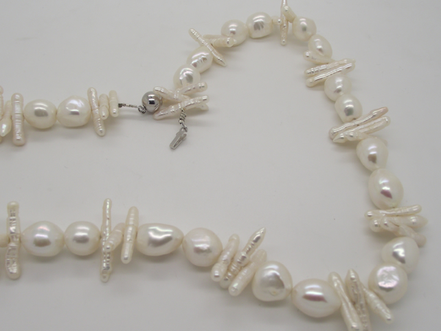 FRESHWATER STICK  AND LARGE WHITE PEARL NECKLACE