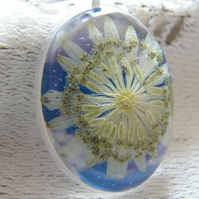 Real Astrantia Flower Pendant in Resin - SUNNY DAYS