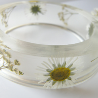 Real Daisy Resin Bangle - Pressed Flower Bracelet  size Medium