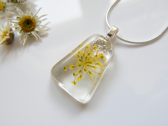 Queen Annes Lace Necklace in Resin Botanical Flower - SUNSHINE LACE
