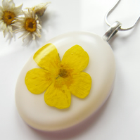 Flower Necklace - Real Flower - BUTTERCUP