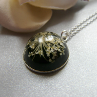 Queen Anne's Lace Flower Necklace in Resin Botanical Flower - SNOWFLAKE