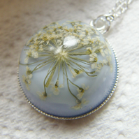 Flower Necklace, Queen Annes Lace  -SNOWFLAKE